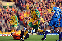 Fotball<br /> Photo: Daniel Hambury, Digitalsport<br /> NORWAY ONLY<br /> Norwich City V Wigan Athletic<br /> Nationwide League  Division One. <br /> 9/04/2004.  <br /> <br /> Norwich City's Darren Huckerby wheels away after scoring his goal