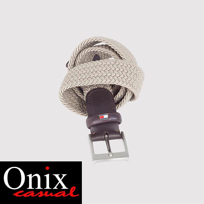 Sessió de fotografia d'estudi i de producte per la marca de roba gironina Onix. Roba d'home casual i formal.