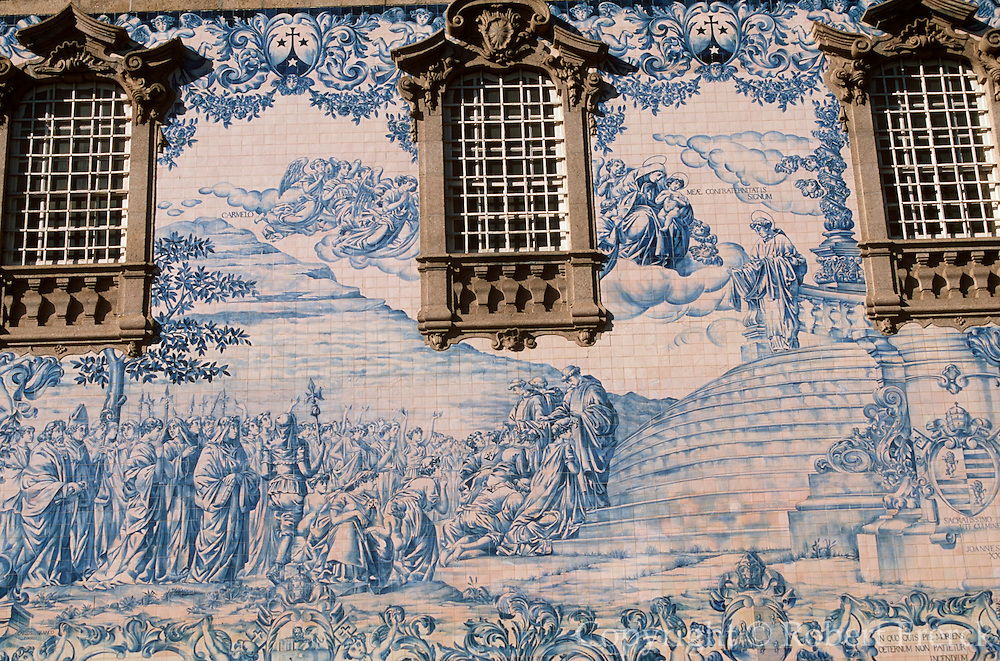 PORTUGAL, NORTH, PORTO N.S. do Carmo church with walls tiles