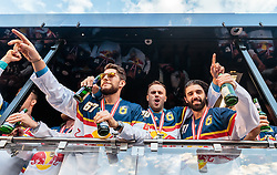 15.04.2016, Kapitelplatz, Salzburg, AUT, EBEL, Meisterfeier EC Red Bull Salzburg, während der Meisterfeier des Eishockey-Clubs EC Red Bull Salzburg am Freitag 15. April 2016, in Salzburg, im Bild v.l.: Konstantin Komarek (EC Red Bull Salzburg), Andreas Kristler (EC Red Bull Salzburg), Dominique Heinrich (EC Red Bull Salzburg) // X during the Erste Bank Icehockey Liga Championships Party of EC Red Bull Salzburg at the Kapitelplatz in Salzburg, Austria on 2016/04/15. EXPA Pictures © 2016, PhotoCredit: EXPA/ JFK