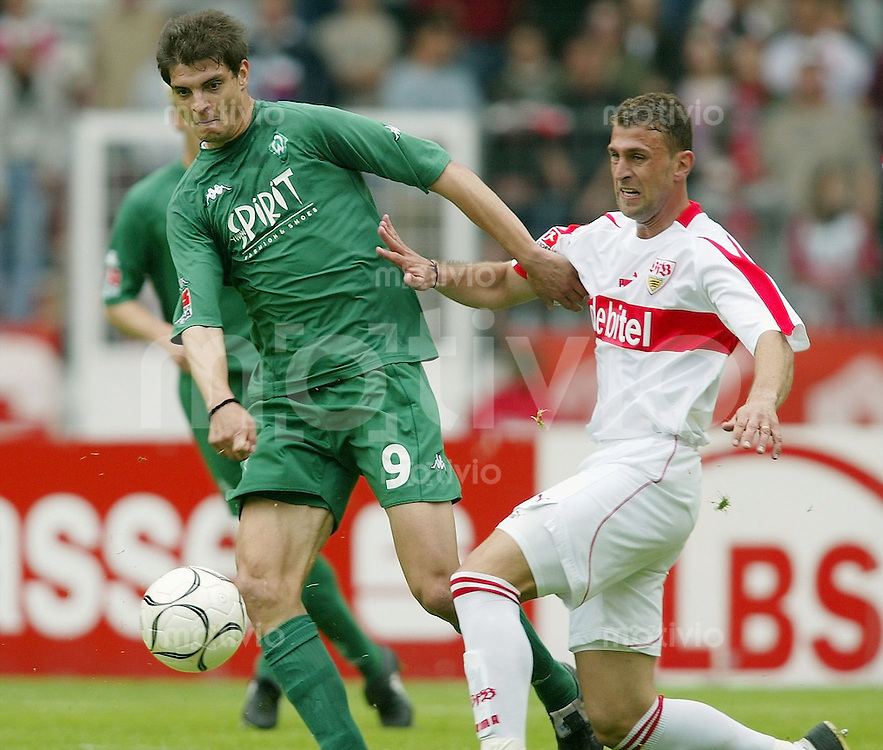 FUSSBALL 1. Bundesliga Saison 2002/2003 32. Spieltag VfB Stuttgart 0 -1 Werder Bremen Marcelo Bordon (VFB,re) gegen Angelos Charisteas (Werder)