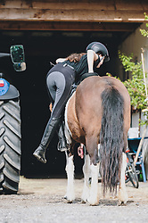 THEMENBILD - eine Frau steigt auf das gesattelte Pferd auf, aufgenommen am 01. Mai 2020 in Kaprun, Oesterreich // a woman gets on the saddled horse in Kaprun, Austria on 2020/05/01, Kaprun, Austria. EXPA Pictures © 2020, PhotoCredit: EXPA/ Stefanie Oberhauser