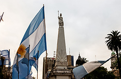08-10-2002 ARG: World Championships Buenos Aires<br /> Around the city Buenos Aires, 25 may 1810, plaza mayo, flag<br /> WORLD CHAMPIONSHIP VOLLEYBALL 2002 ARGENTINA