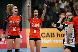 20180331 NED: Eredivisie Sliedrecht Sport - Regio Zwolle, Sliedrecht <br />Manon Zeeboer (10) of Regio Zwolle, Kim Robitaille (9) of Regio Zwolle <br />©2018-FotoHoogendoorn.nl / Pim Waslander