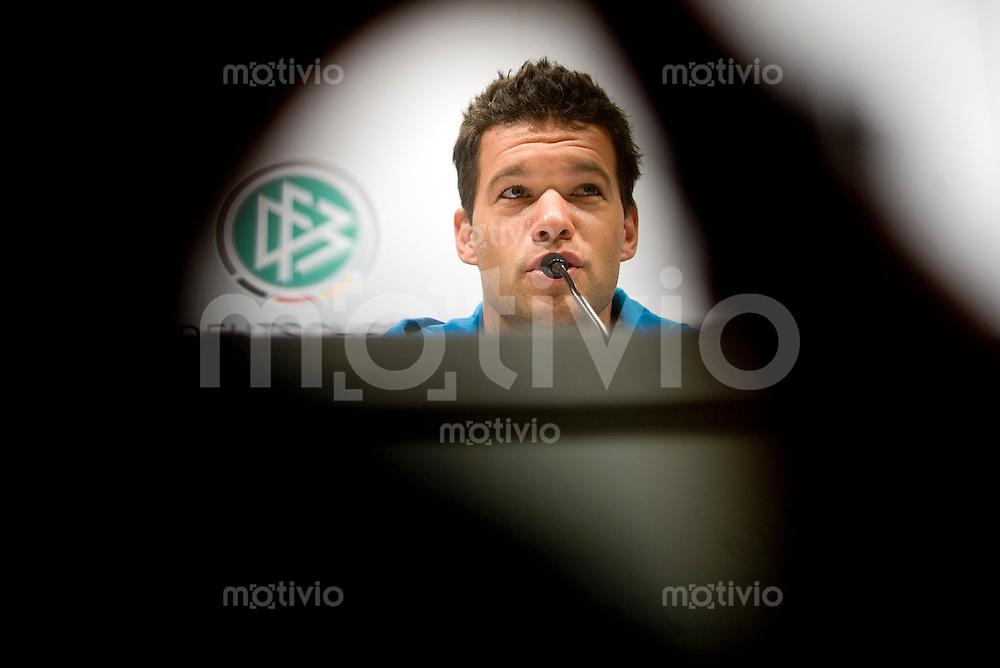 Fussball   International    Nationalmannschaft     Pressekonferenz im Guerzenich in Koeln Michael BALLACK (GER), Portrait.
