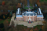 Nederland, Utrecht, Zeist, 15-11-2010; slot Zeist.Slot Zeist, accomodatie voor congressen, vergaderingen, tentoonstellingen en feestelijke evenementen zoals bruiloften. .Zeist castle, congres and event center. .luchtfoto (toeslag), aerial photo (additional fee required).foto/photo Siebe Swart