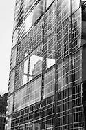New York -the Metlife building  buildings reflection on 42nd street.  / reflets des buildings sur la 42 me rue. New York  Etats-unis