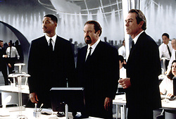 Nov 15, 1999; Hollywood, CA, USA; Actors (L-R) TOMMY LEE JONES, RIP TORN & WILL SMITH star as MIB agents in the 1997 action comedy 'Men in Black.'.  (Credit Image: ZUMA Press/ZUMAPRESS.com)