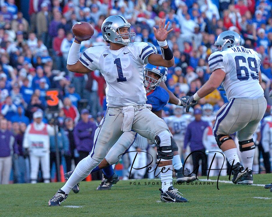 Kansas State quarterback Josh Freeman throws down field in the first half against Kansas at Memorial Stadium in Lawrence, Kansas, November 18, 2006.  Kansas beat K-State 39-20.<br />