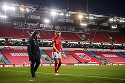 OSLO, NORWAY - Tuesday, September 22, 2020: Norway's Caroline Graham Hansen with her left ankle strapped with ice during the UEFA Women's Euro 2022 England Qualifying Round Group C match between Norway Women and Wales Women at the Ullevaal Stadion. Norway won 1-0. (Pic by Vegard Wivestad Grøtt/Propaganda)