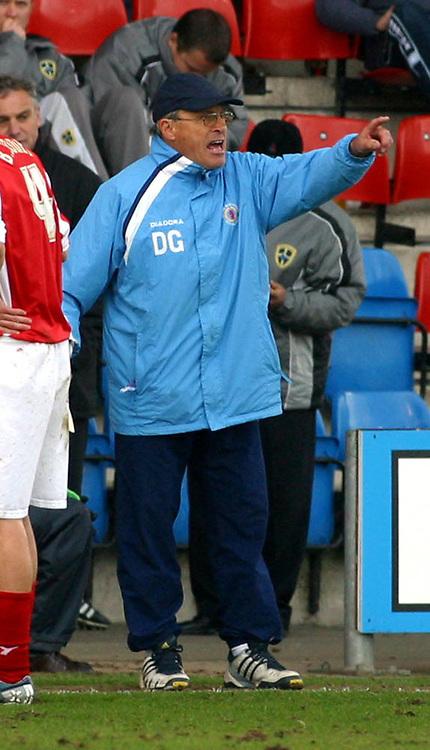 Photo: Dave Linney.<br />Crewe Alexander v Cardiff City. Coca Cola Championship. 17/04/2006Crewe Mgr.Dario Grady