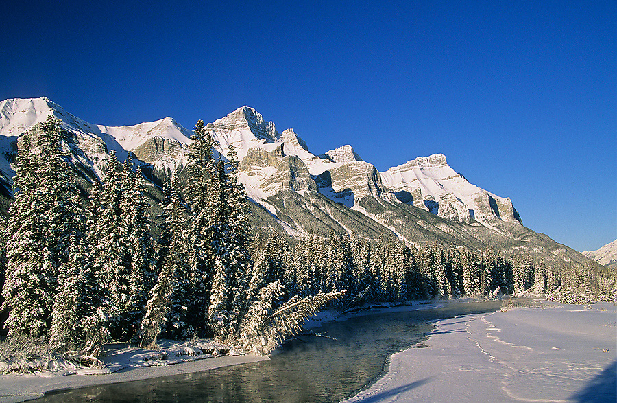 Winter sunrise on Mount Rundle and the Bow River, Alberta, Canada