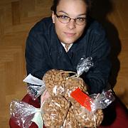Mariska van der Hulst Visserstraat 17 Huizen, pepernoten actie voor Afrika