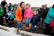BIDDINGHUIZEN - Prins Floris en prinses Aimee  en Magali (2007), Eliane (2009) tijdens de tweede editie van De Hollandse 100 op FlevOnice, een sportief evenement van fonds Lymph en Co ter ondersteuning van onderzoek naar lymfeklierkanker.  COPYRIGHT ROBIN UTRECHT <br /> BIDDINGHUIZEN -  During the second edition of the Dutch 100 on FlevOnice, a sporting event fund Lymph and Co. to support research into lymphoma. COPYRIGHT ROBIN UTRECHT