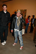 HUGO DALTON  AND NICKY HASLAM, New work by Cecily Brown. Gagosian. Brittania St. London. 31 March 2006. ONE TIME USE ONLY - DO NOT ARCHIVE  © Copyright Photograph by Dafydd Jones 66 Stockwell Park Rd. London SW9 0DA Tel 020 7733 0108 www.dafjones.com