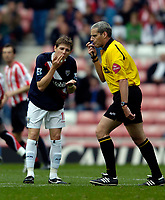 Photo: Jed Wee.<br />Sunderland v West Bromwich Albion. The Barclays Premiership. 17/09/2005.<br /><br />West Brom's Zoltan Gera (L) seems to mimic the actions of referee J Beeby.