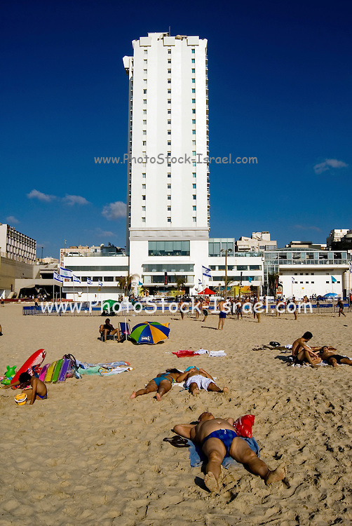Israel, Tel Aviv, people on the sand sunbathing