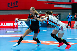Kelly Dulfer of Netherlands, Petra Tovizi of Hungary in action during the Women's EHF Euro 2020 match between Netherlands and Hungry at Sydbank Arena on december 08, 2020 in Kolding, Denmark (Photo by RHF Agency/Ronald Hoogendoorn)