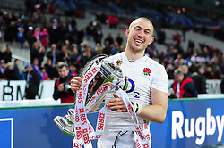 Mike Brown of England with the Six Nations trophy - Mandatory byline: Patrick Khachfe/JMP - 07966 386802 - 19/03/2016 - RUGBY UNION - Stade de France - Paris, France - France v England - RBS Six Nations.