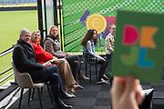 """Koningin Maxima opent de negende editie van de Week van het geld. De week heeft als thema 'Ben jij een held met je geld?'. Tijdens deze week is er op basisscholen aandacht voor financiele educatie en verstandig omgaan met geld. <br /> <br /> Queen Maxima opens the ninth edition of the Money Week. The theme of the week is """"Are you a hero with your money?"""" During this week, primary schools pay attention to financial education and wise use of money."""