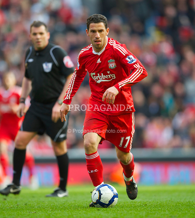 LIVERPOOL, ENGLAND - Sunday, March 28, 2010: Liverpool's Maximiliano Ruben Maxi Rodriguez in action against Sunderland during the Premiership match at Anfield. (Photo by: David Rawcliffe/Propaganda)