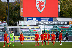 NEWPORT, WALES - Thursday, October 22, 2020: Wales' captain Sophie Ingle leads her side out before the UEFA Women's Euro 2022 England Qualifying Round Group C match between Wales Women and Faroe Islands Women at Rodney Parade. Wales won 4-0. (Pic by David Rawcliffe/Propaganda)