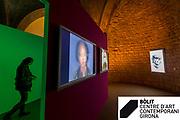 """Exposició """"Temps variable i petons de medusa"""" de l'artista francesa Orlan . Instal·lació comisionada pel Bolit, centre d'art contemporani de Girona."""