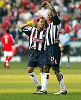 Fotball<br /> Premier League 2004/05<br /> Charlton v West Bromwich<br /> 19. mars 2005<br /> Foto: Digitalsport<br /> NORWAY ONLY<br /> Kevin Campbell points out the man of the moment, Robert Earnshaw