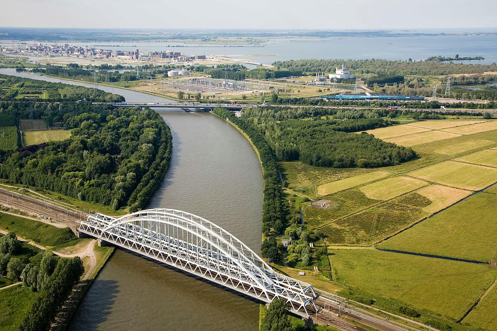 Nederland,Noord-Holland, Weesp, 17-06-2008; spoorbrug over het Amsterdam-Rijnkanaal, gezien naar de A2 en de gedeelltelijk ontmantelde elektriciteitscentrale van Diemen, IJburg in het verschiet, IJsselmeer aan de horizon; boogbrug, vakwerk..luchtfoto (toeslag); aerial photo (additional fee required); .foto Siebe Swart / photo Siebe Swart