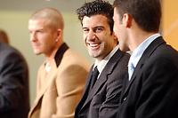 Fotball: 17.12.2001 Zürich, Schweiz,<br />Der Engländer David Beckham, der Portugiese Luis Figo und Spanier Raul am Montag (17.12.2001) bei einer Pressekonferenz der Kandidaten für den Weltfussballer des Jahres vor der FIFA-World Player Gala in Zürich. <br /><br />Foto: ANDY MüLLER, Digitalsport