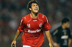 Giuliano comemora seu gol contra o Deportivo Quito, do Equador em partida válida pela Copa Libertadores da América, no estádio Beira Rio, em Porto Alegre. FOTO: Jefferson Bernardes/ Preview.com