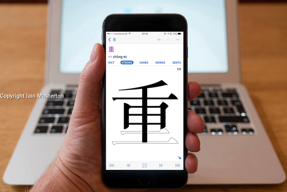 Using iPhone smartphone to display Chinese dictionary with stroke order facility  for learning order of forming characters