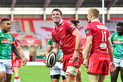 Ed Kennedy of Scarlets celebrates scoring a try<br /> <br /> Photographer Craig Thomas/Replay Images<br /> <br /> Guinness PRO14 Round 3 - Scarlets v Benetton Treviso - Saturday 15th September 2018 - Parc Y Scarlets - Llanelli<br /> <br /> World Copyright © Replay Images . All rights reserved. info@replayimages.co.uk - http://replayimages.co.uk
