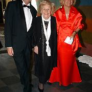 NLD/Den Haag/20050507 - Ria Alberti en begeleiders