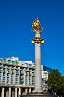 Géorgie, Tbilissi, place de la Liberté et le Monument à la Liberté représentant Saint Georges de Lydda terrassant le dragon // Georgia, Caucasus, Tbilisi, old city, Liberty square