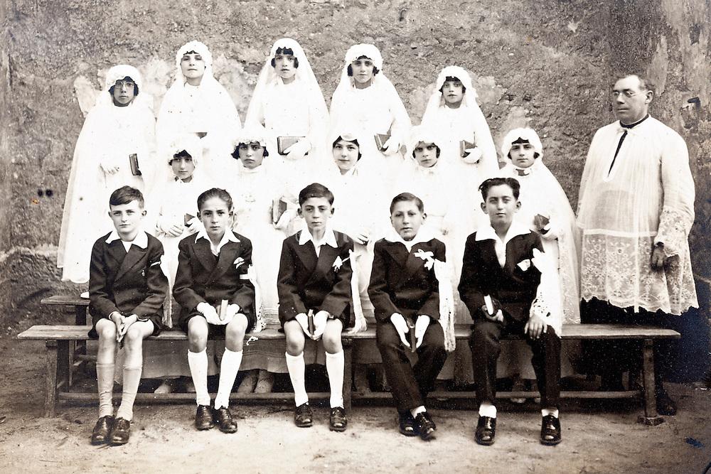 1920s group portrait holy communion France