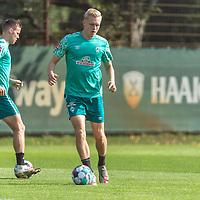 15.09.2020, Trainingsgelaende am wohninvest WESERSTADION - Platz 12, Bremen, GER, 1.FBL, Werder Bremen Training<br /> <br /> <br /> Julian Rieckmann (Werder Bremen II #33)<br /> Niklas Moisander (Werder Bremen #18 Kapitaen)<br />  ,Ball am Fuss, <br /> Querformat<br /> <br /> <br /> Foto © nordphoto / Kokenge