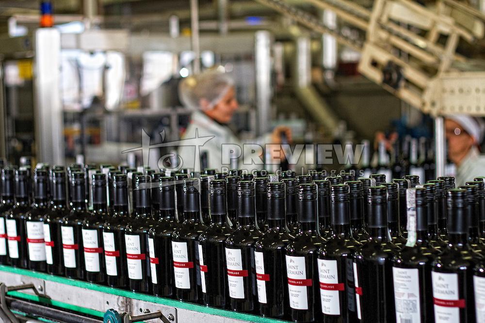 Linha de produção da Vinícula Aurora. FOTO: Marcos Nagelstein/Preview.com