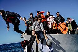 Nov. 26, 2015 - Midilli, Greece - A group of Syrian refugees arrive to Lesvos Island from Turkey shores using a boat illegally. Each day some 1000 refugees are arriving on Greece's shores on their way to Europe. (Credit Image: © Depo Photos via ZUMA Wire)