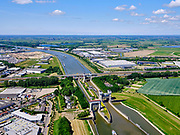 Nederland, Gelderland, Tiel, 27-05-2020; Prins Bernhard Sluis, ingang Amsterdam-Rijnkanaal. <br /> Entrance Amsterdam-Rhine channel with locks.<br /> luchtfoto (toeslag op standard tarieven);<br /> aerial photo (additional fee required);<br /> copyright foto/photo Siebe Swart