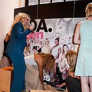 NLD/Amsterdam/20120702 - Presentatie Linda: Meiden, Jildou van der Bijl en Sigrid ten Napel