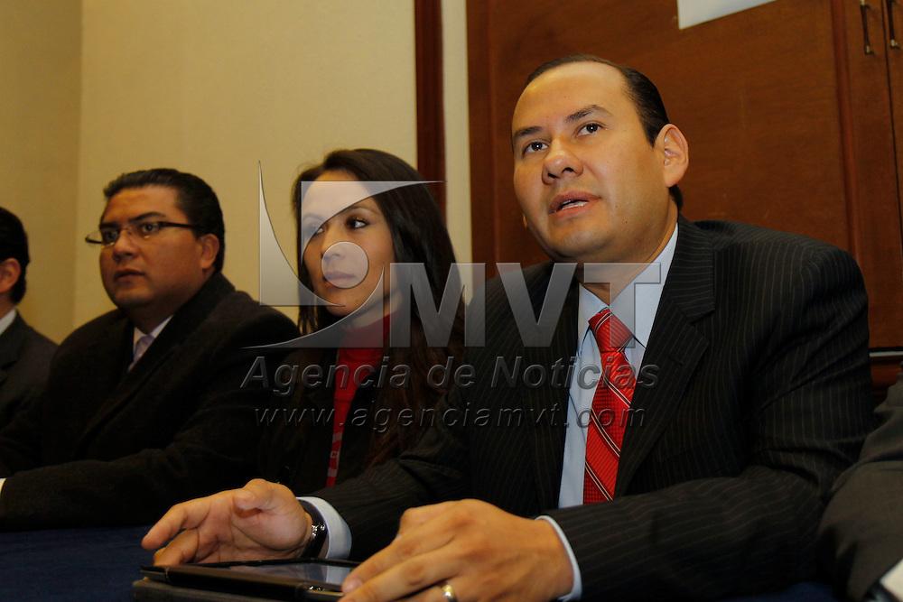 TOLUCA, Mexico.- Carlos Salinas Gutierrez  tomo protesta como  presidente de  la nueva mesa directiva del Colegio de Economistas del Estado de Mexico. Agencia MVT / Crisanta Espinosa. (DIGITAL)