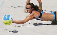 Sandvolleyball, Beachvolleyball, Sommer OL 2004, Athen, <br />18/08-04, <br />Daniela Gattelli (Italy) tries to catch the ball in a dig,<br />Foto: Sigbjørn Andreas Hofsmo, Digitalsport