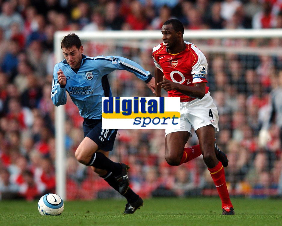 Fotball<br /> Premier League England 2004/2005<br /> Foto: BPI/Digitalsport<br /> NORWAY ONLY<br /> <br /> 30.10.2004<br /> Arsenal v Southampton<br /> <br /> Rory Delap and Patrick Vieira chase the ball