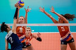 18-08-2016 BRA: Olympic Games day 13, Rio de Janeiro<br /> De Nederlandse volleybalsters hebben niet kunnen stunten met een plaats in de finale van het olympisch toernooi. China, dat in de groepsfase nog met 3-2 geklopt werd, won na een thriller van ruim twee uur: 3-1 (27-25, 23-25, 29-27, 25-23). / Judith Pietersen #8, Robin de Kruijf #5