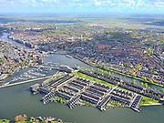 Nederland, Noord-Holland, Zaandam, 07-05-2021; Het Eiland (Zaaneiland) met Oude Haven en Voorzaan. Jachthaven Zaandam. <br /> Het Eiland (Zaaneiland) with Oude Haven and Voorzaan. Zaandam marina.<br /> <br /> luchtfoto (toeslag op standaard tarieven);<br /> aerial photo (additional fee required)<br /> copyright © 2021 foto/photo Siebe Swart.