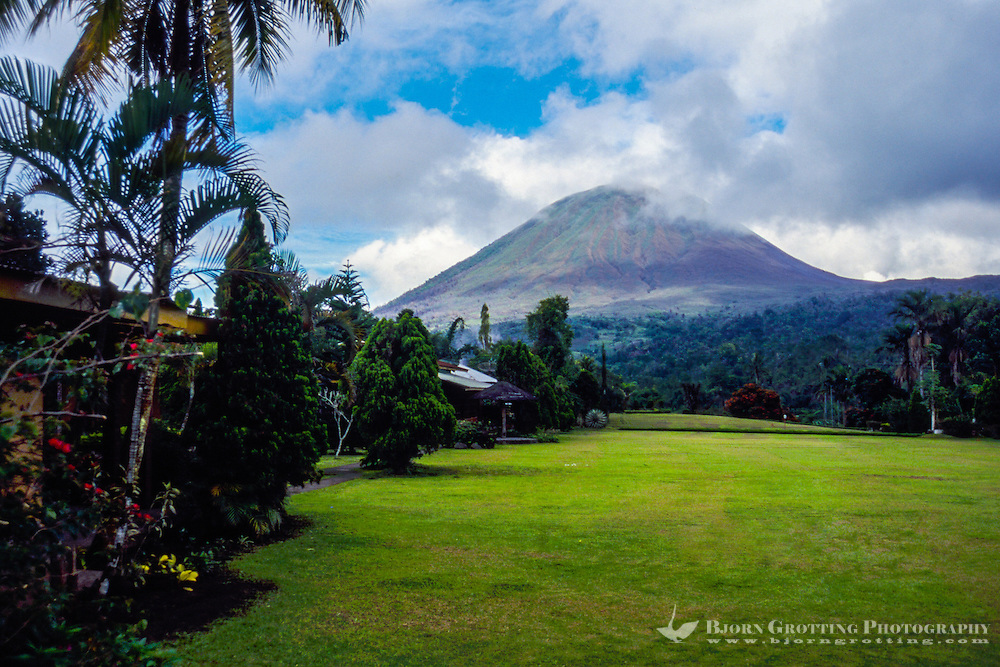 Indonesia, Sulawesi, Tomohon. Mount Lokon is an active volcano, last eruption was in February 2012. Seen from Tomohon.