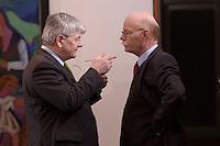 10 MAR 2004, BERLIN/GERMANY:<br /> Joschka Fischer (L), B90/Gruene, Bundesaussenminsiter, und Peter Struck (R), SPD, Bundesverteidigungsminister, im Gespraech, vor Beginn der Kabinettsitzung, Bundeskanzleramt<br /> IMAGE: 20040310-01-010<br /> KEYWORDS: Kabinett, Sitzung, Gespräch