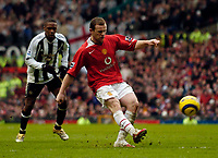 Photo: Jed Wee.<br /> Manchester United v Newcastle United. The Barclays Premiership. 12/03/2006.<br /> <br /> Manchester United's Wayne Rooney chips the ball towards goal.