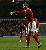 Fotball<br /> Privatlandskamp<br /> England v Nederland<br /> 9. februar 2005<br /> Foto: Digitalsport<br /> NORWAY ONLY<br /> David Beckham points for the Dutch wall to be moved back